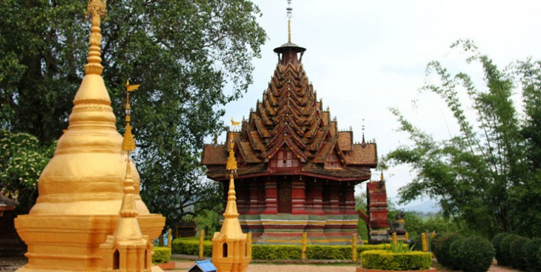 1 Day West XishuangBanna Tour to Ethnic Villages and Jingzhen Octagonal Pavilion