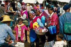 Shaping Monday Market in Dali
