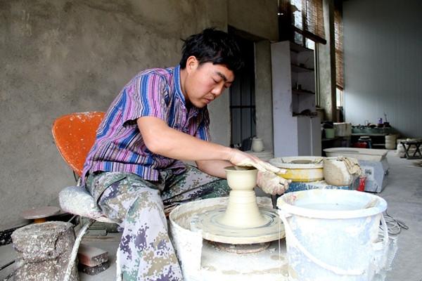 Wanyao Pottery Maker in Jianshui County, Honghe