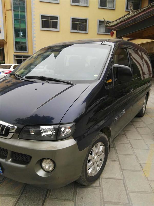 7-Seat Van-01