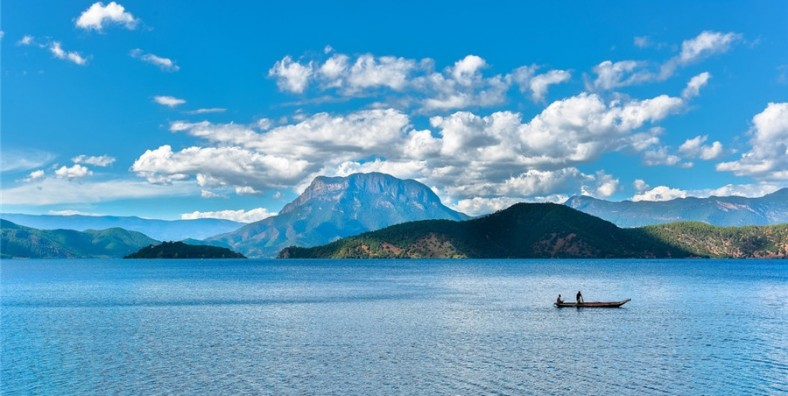 4 Days Lijiang Hiking Tour from Baoshan Stone Village and Lugu Lake (2 Days Hiking)
