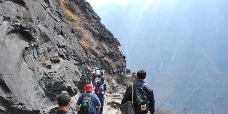 1 Day Middle Tiger Leaping Gorge Trekking Tour from Tina's Hotel to The Middle Rapid and Hetaoyuan Village