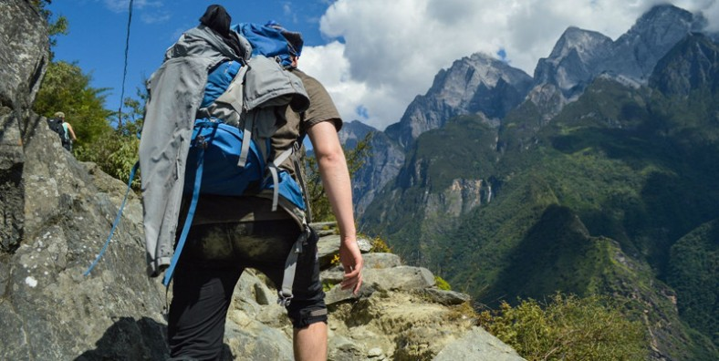 1 Day Tiger Leaping Gorge Trekking Group Tour from Bendiwan Village to Middle Gorge