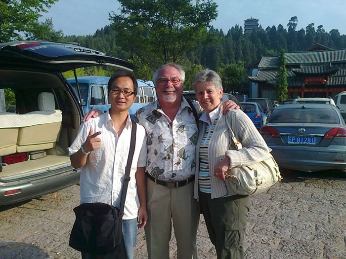 Sandy Li with the clients in Lijiang