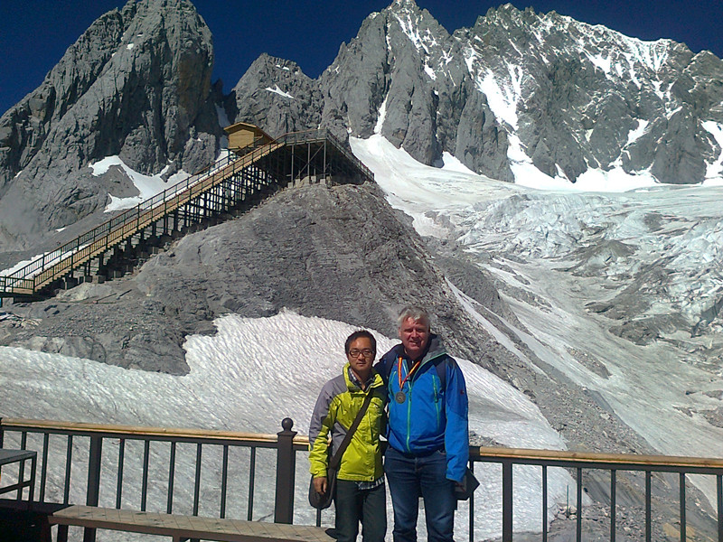 Sandy Li with the clients in Jade Dragon Snow Mountain of Lijiang