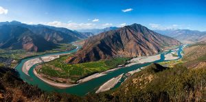The-First-Bend-of-Yangtze-River-Lijiang-01