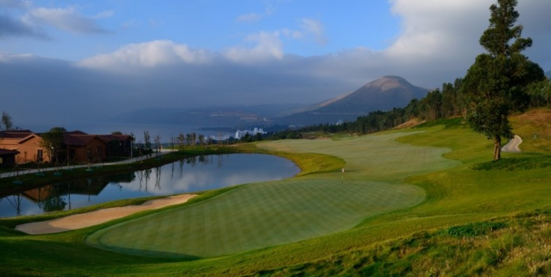 1 Day Kunming OCT Wind Valley Golf Tour (Mountain Course and Lake Course)