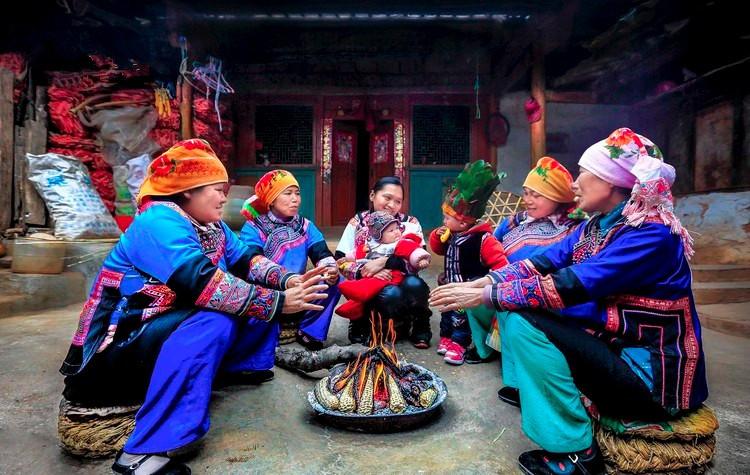 Azhe Ethnic People