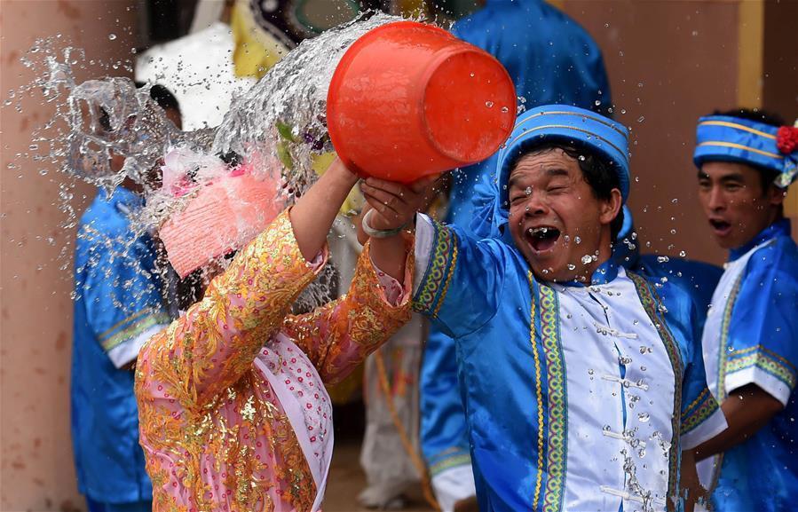 Water-splashing-festival-09