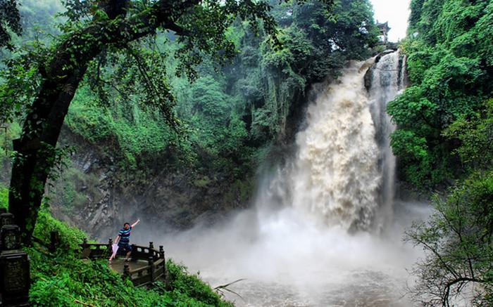 Dieshuihe Waterfall and Taijiqiao Bridge in Tengchong County, Baoshan