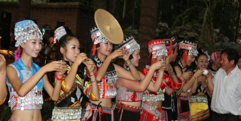 2 Days Xinping County Tour with Huayaodai Ethnic People and Ailaoshan Mountain Discovery