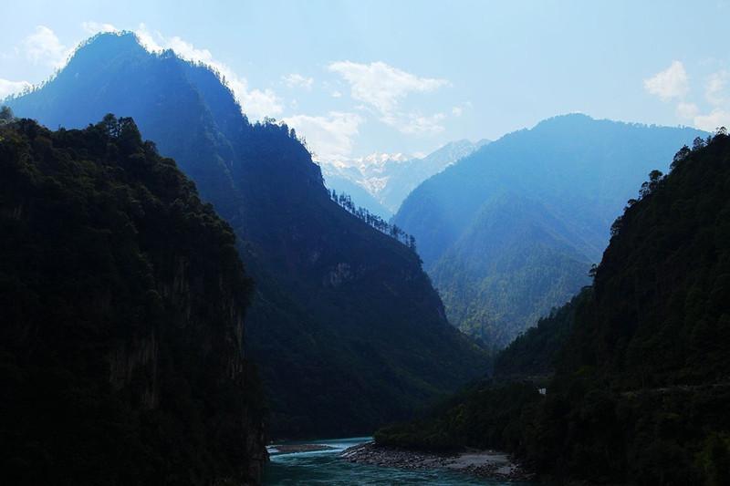 Stone Gate Pass in Bingzhongluo, Nujiang