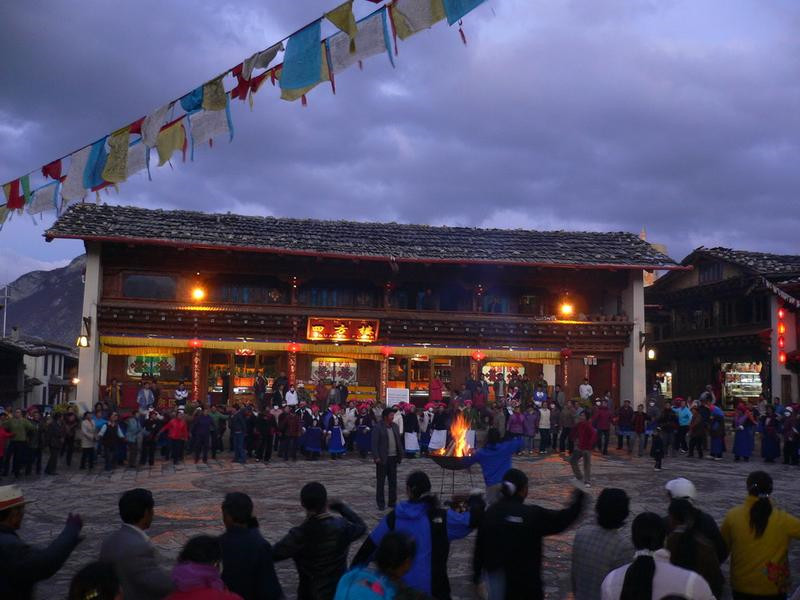 Tibetan Family Visiting with Dinner and Bonfire Dancing Party in Shangri-La, Diqing