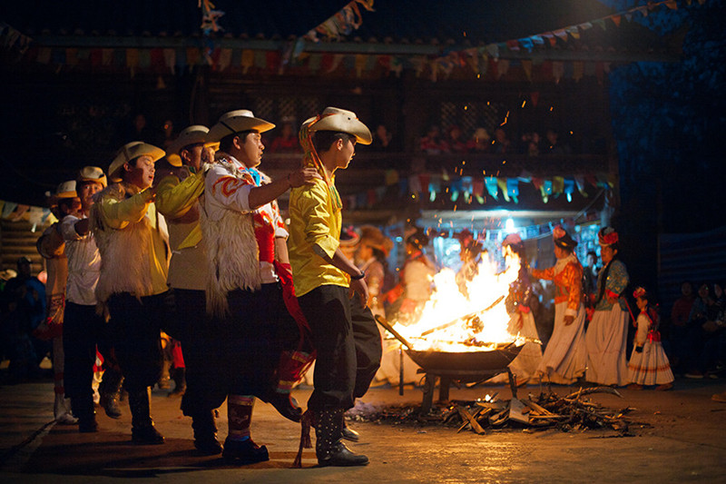 Tibetan Family Visiting withDinner and Bonfire Dancing Party in Shangri-La, Diqing