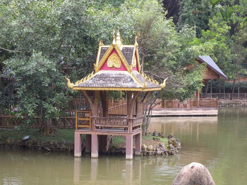 Peacock Mountain Villa of Xishuangbannan Primitive Forest Park
