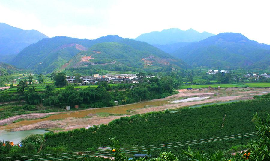 Qujiang River in Yuxi and Honghe