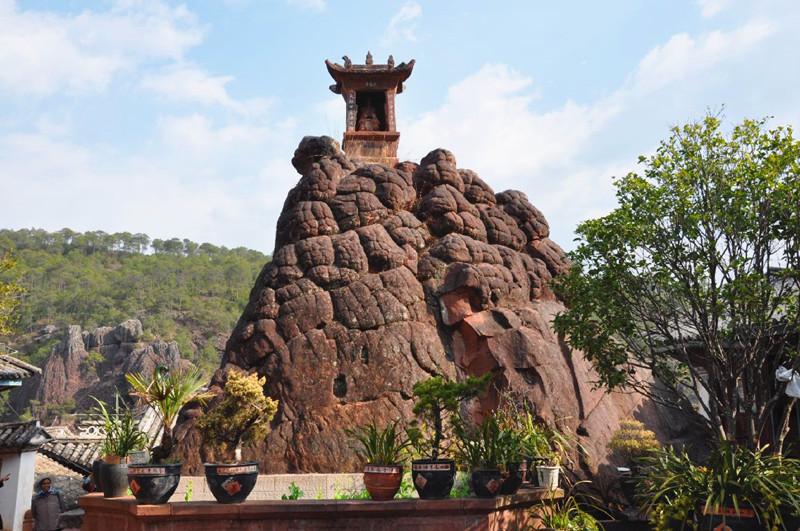 Shizhong Mountain Grottoes in Shibaoshan Mountain,Dali