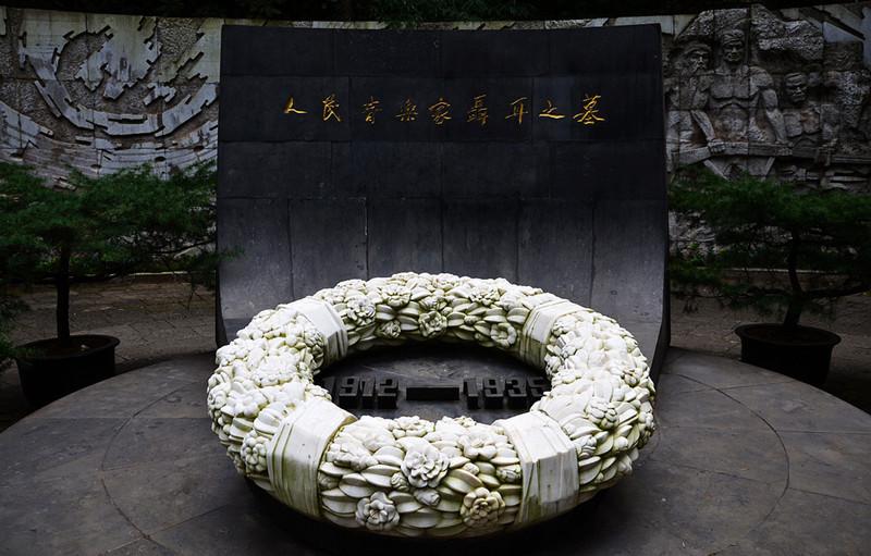Tomb of NiE in Western Hills, Kunming-02