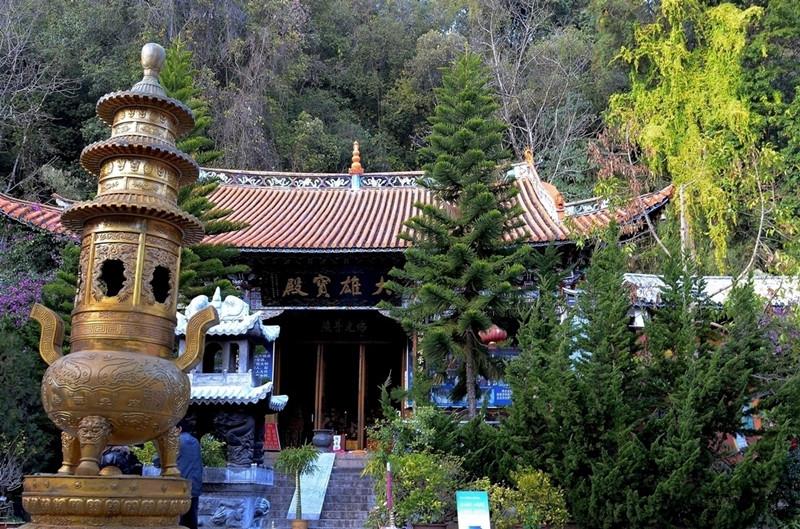 WuhuaAn Temple of Jizu Mountain in Binchuan County, Dali-01