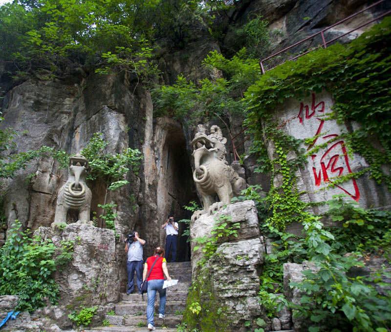 Xianrendong Cave in Huaping County, Lijiang