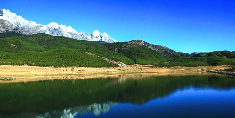 1 Day Lijiang Hiking Tour from Wenhai Lake to Yuhu Village