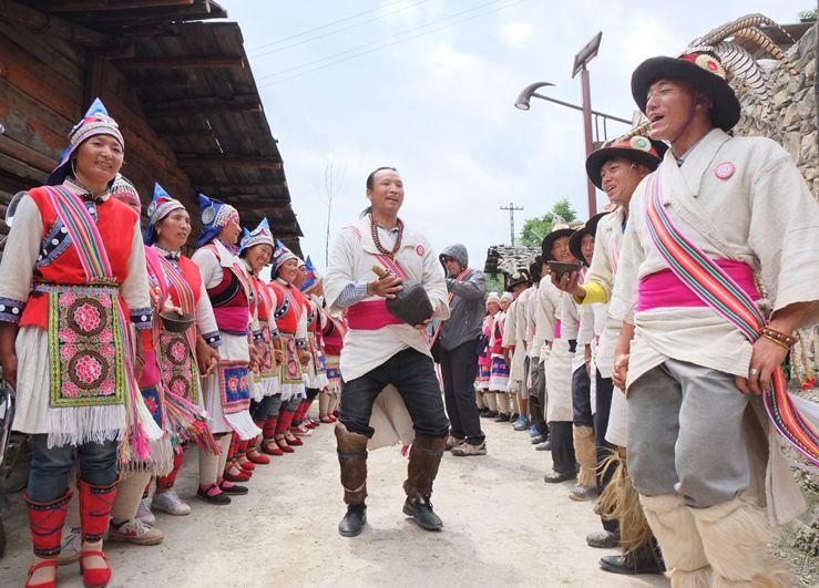 Achi Mugua Dance of Lisu Ethnic Minority in Weixi County, Diqing