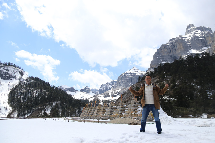 Stone Lee-English-speaking Tour Guide and Skilled Driver in Shangri-La