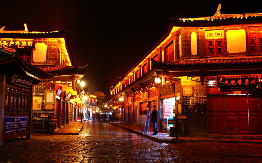 Bar Street (Jiubajie) in Lijiang Old Town