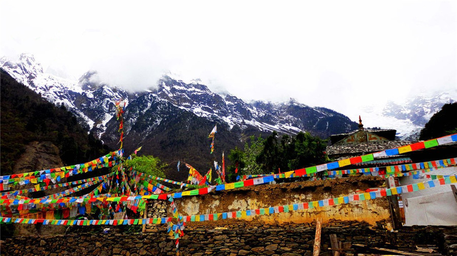 Mingyong Village in Meili Snow Mountain, Diqing