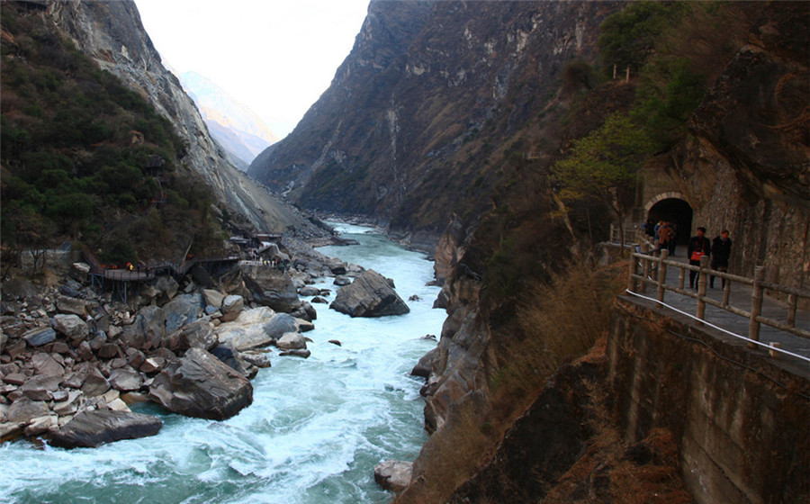 The Upper Section of Tiger Leaping Gorge (Lijiang Side)