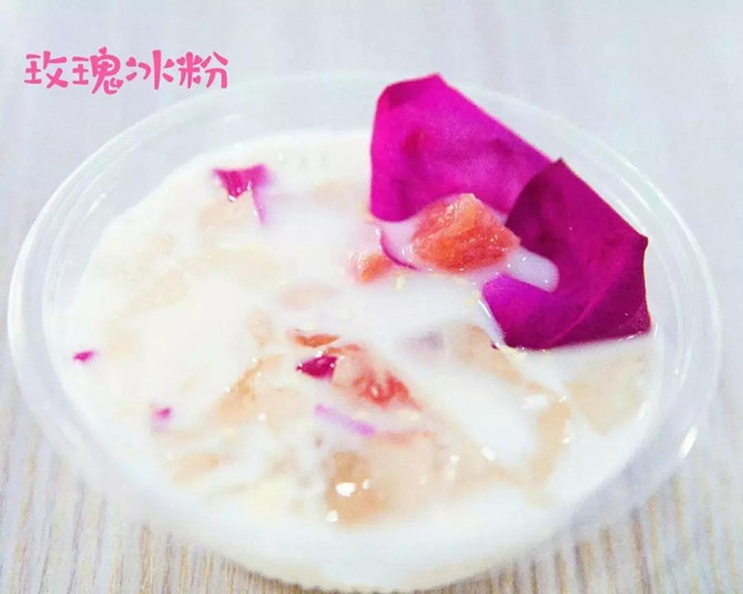 Iced powder with rose