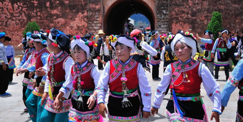 5 Days Dali Religious Pilgrimage Tour with Cangshan Mountain Hiking and Erhai Lake Cycling