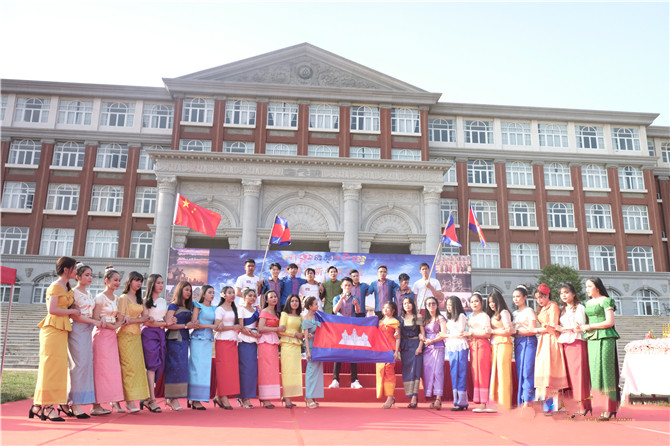 Expats celebrate New Year in Yunnan