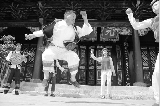 Hou Baoyun - Inheritor of Yi Folk Music in Shiping County, Honghe-01