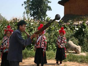 Yang Yingjin - Inheritor of Yi Hulusheng Dance in Xichou County, Wenshan-02