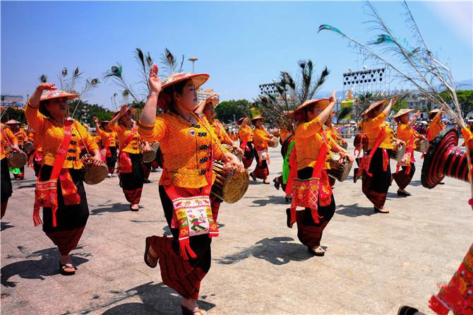 Water-Splashing Festival in Mangshi, Dehong