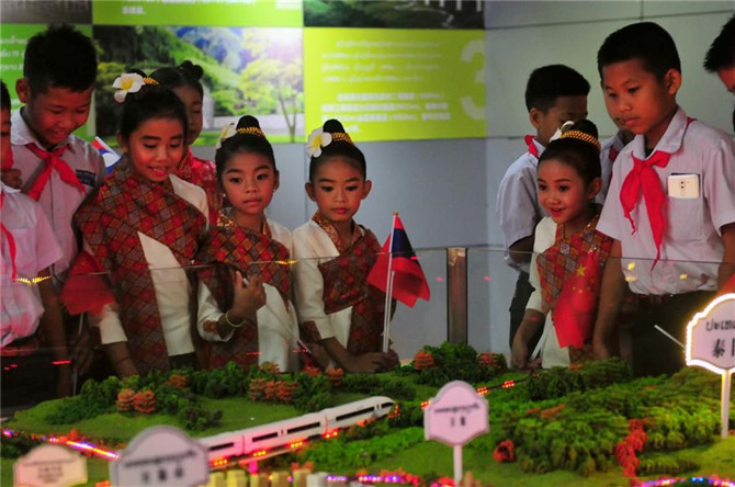 Students of the China-Laos Friendship Nongping Primary School visit the China-Laos Railway Exhibition Hall in Vientiane, Laos, June 1, 2019.