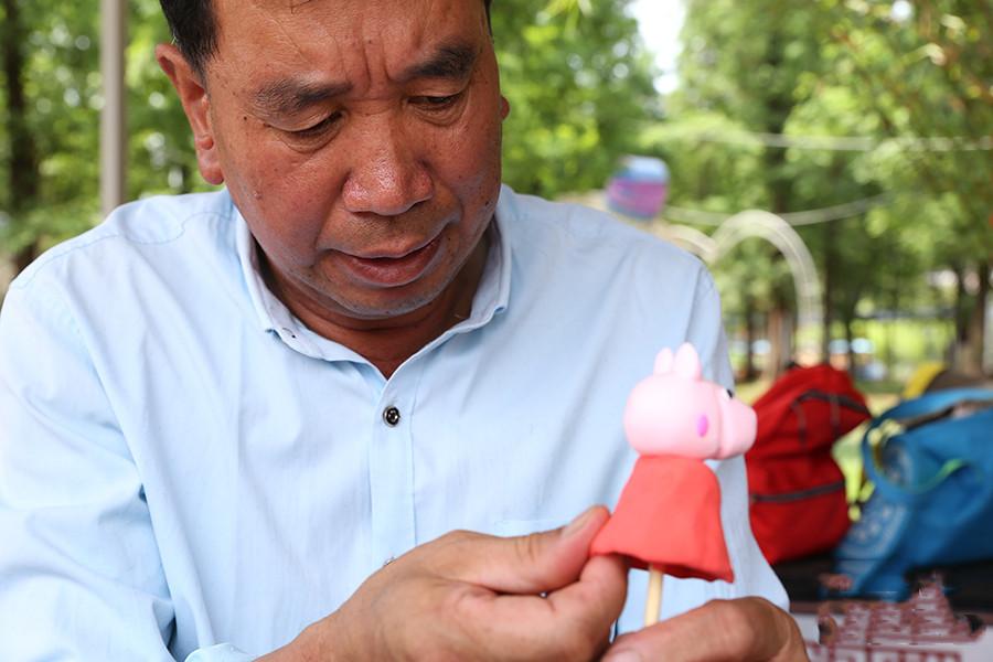 Wu Yingde, a dough modeller in Qujing