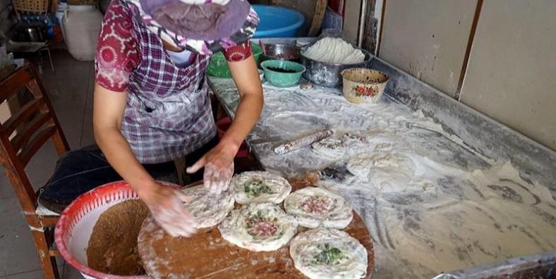 1 Day Dali Xizhou Baba Pancake Cooking Class and Erhai Lake Cruise Tour