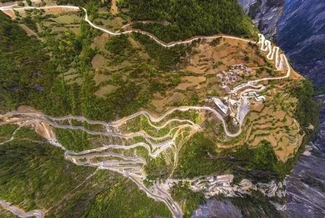 Balagezong winding road in Shangri-la