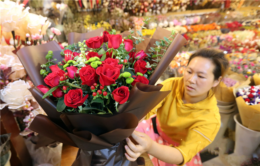 Roses at the Chajie Flower Market in central Kunming, Yunnan province