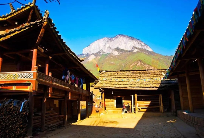 The Muleng House of Lisu and Mosuo in Yunnan
