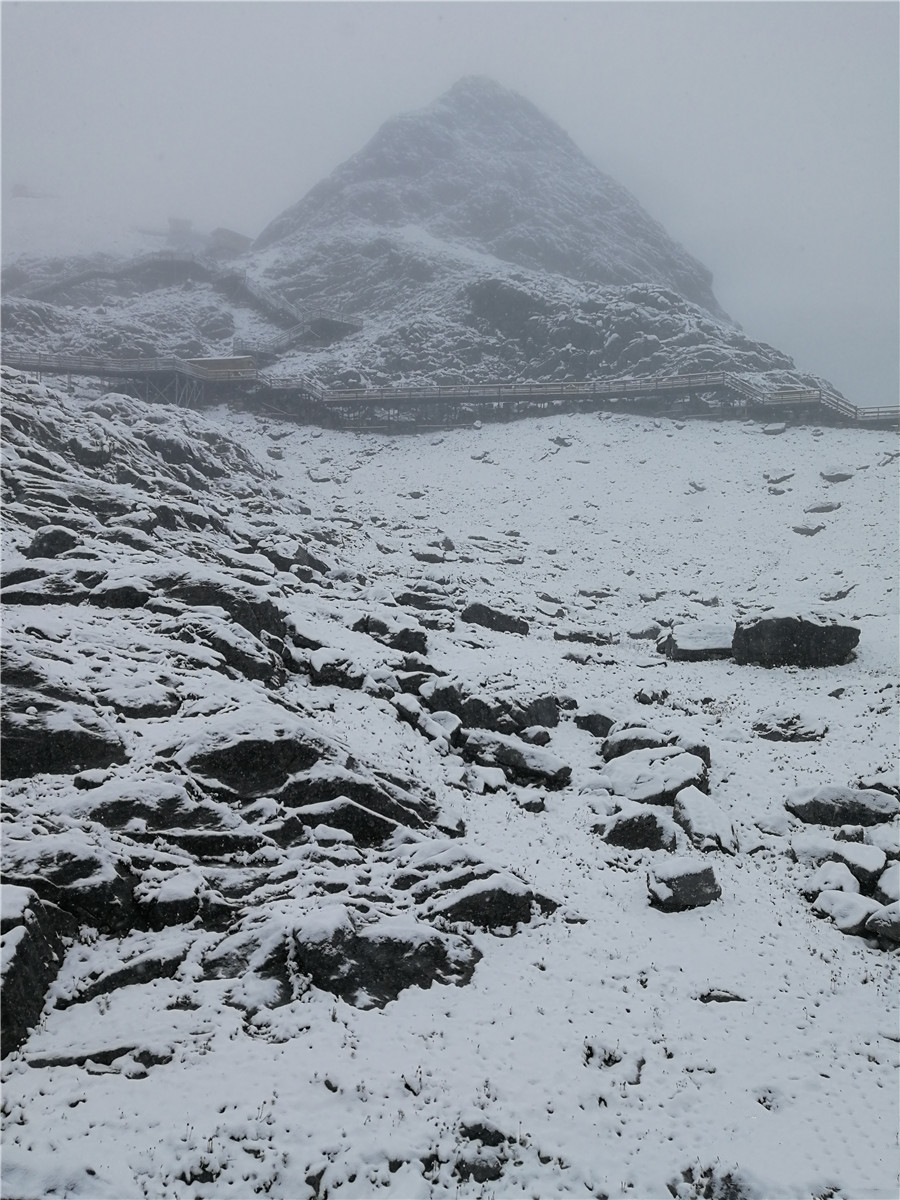 1st snowfall of Lijiang scenic area