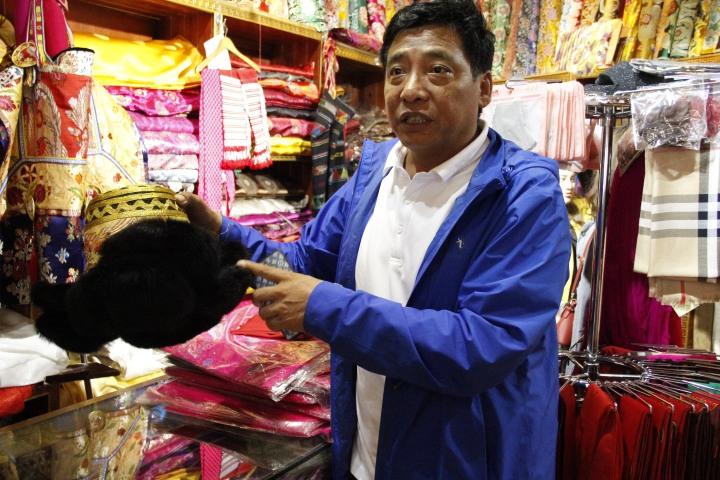 Traditional Tibetan costume in Shangri-la