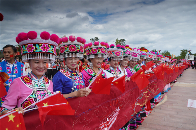 70-meter-long embroidery scroll created to 70th anniversary of PRC founding