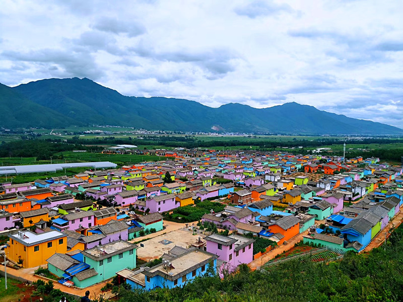 A recreational town themed love and roses in Lijiang