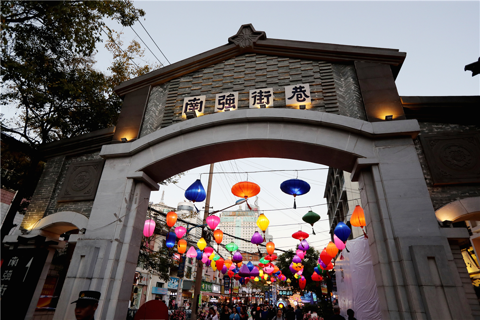 The opening of the Kunming Nanqiang night market