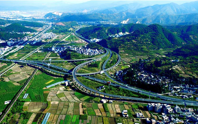 The Dali-Lijiang freeway in northwest Yunnan