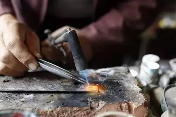 Silver-inlaid black copper in Yunnan