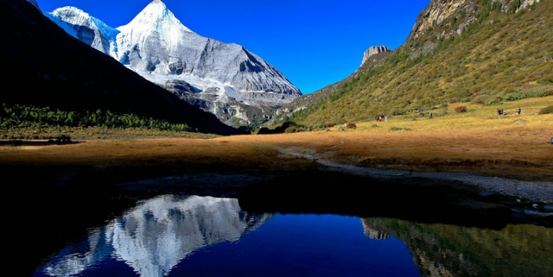 10 Days Lijiang and Shangri-La Exploration Tour with Meili Snow Mountain and Daocheng Yading Nature Reserve